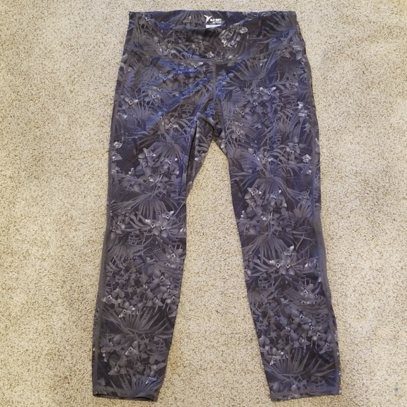 Old Navy Pants - Old Navy MidRise Go-Dry Cool Compression Run Capri